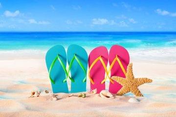 Férias no Trabalho Intermitente - chinelos na praia