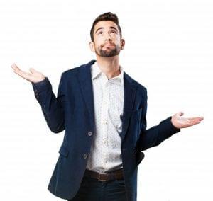como calcular o salário intermitente - homem que olha para cima com as palmas das mãos levantadas