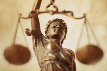 Regras do Trabalho Intermitente - estátua da senhora liberdade segurando a balança da justiça