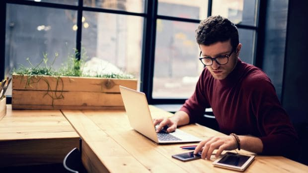 Regras do Trabalho Intermitente - homem trabalhando home office